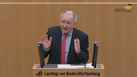Peter Hofelich am Rednerpult im Plenarsaal