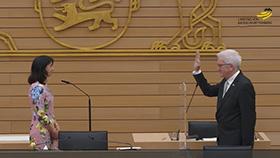 Ministerpräsident Winfried Kretschmann legt den Amtseid ab